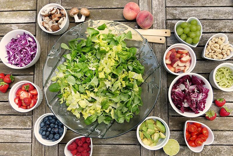Zerkleinertes Obst und Gemuese