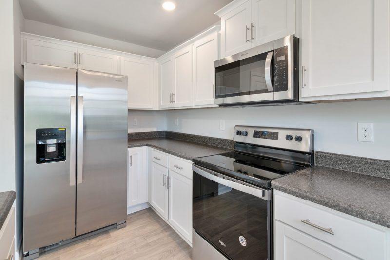 Mikrowelle eingebaut in eine Küche