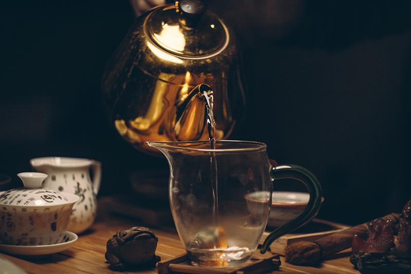 Wasserkocher und Teetasse