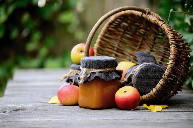 Äpfel können in vielen Variationen eingemacht werden. Besonders gut eignen sich dafür Marmeladengläser
