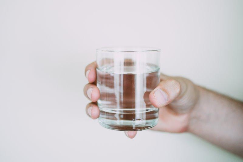 Glas klares Wasser