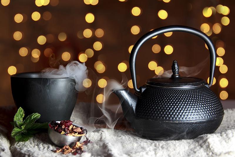 Teekanne mit losem Tee