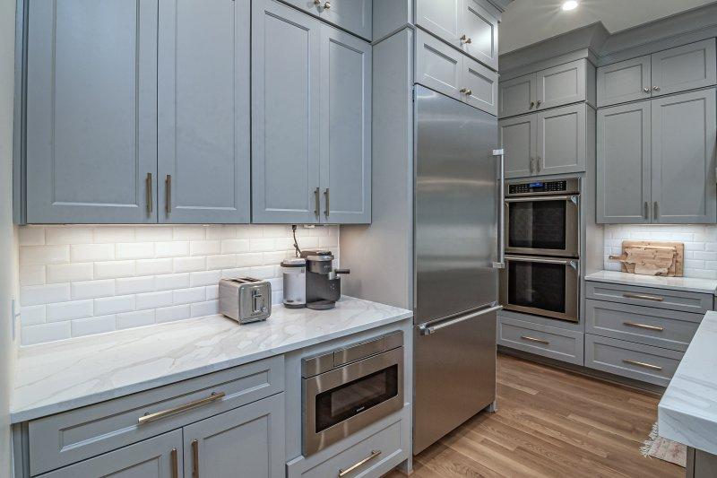Ein Toaster steht in der Küche