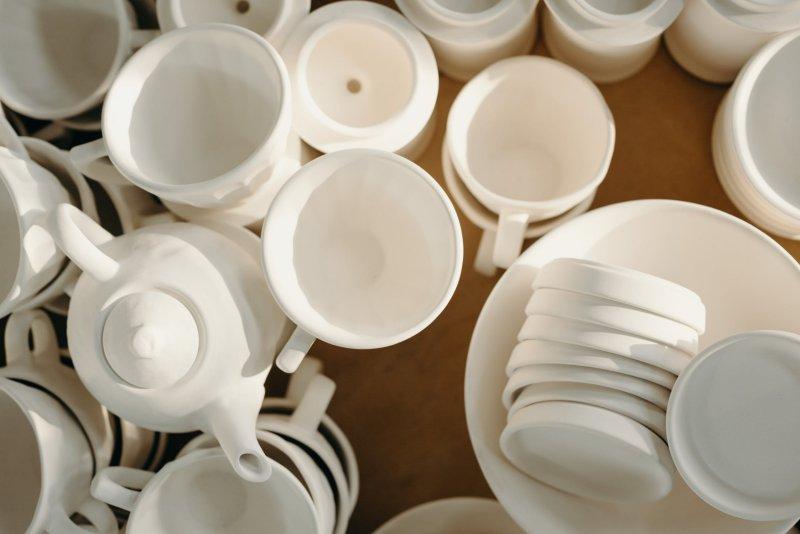 weisses Keramik Geschirr