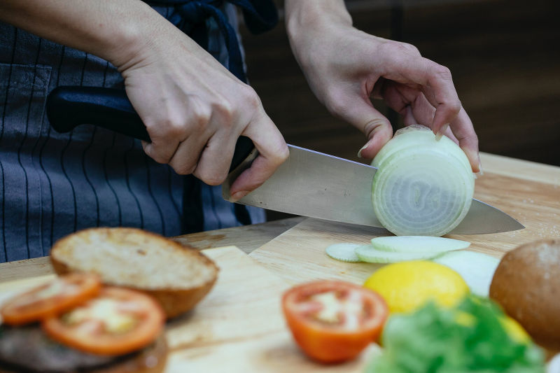 Ein scharfes Messer kann viel dünner, genauer und schneller schneiden, als ein stumpfes Messer